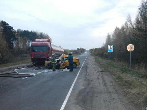 Смерть втакси: под Костромой в трагедии погибло трое