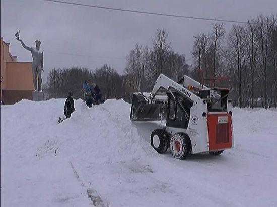 Неменее 100 единиц техники устраняют последствия снегопада вКостромской области