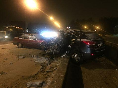 ВКостроме большегруз протаранил легковой автомобиль: два человека погибли
