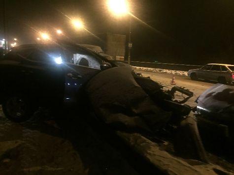 Большегруз протаранил легковой автомобиль: двое вКостроме погибли