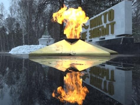 ВКостроме словили 2-х молодых людей, гревших ноги у бессрочного огня